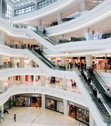 冬天的戶外寒風冷冽,何不待在溫暖的室內呢?以下將為各位介紹即使在室內也能渡過愉快時光的好地方。當猶豫要去哪邊晃晃的時候,不如就到室內甚麼都有的百貨商場逛逛吧!
